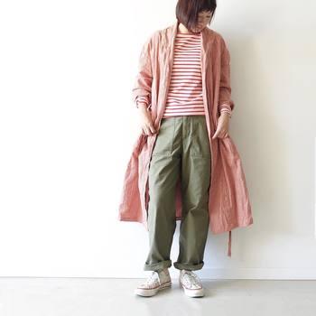 いちごカラーはちょっとかわいすぎるかも…という人は、こんなグレンチェックのガウンコートを。いつもの着こなしの上にさらりと羽織るだけで、ぐっと春らしさが高まります。