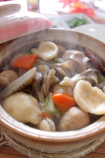 大分県の郷土料理団子汁。お味噌でもお醤油でもお好みでいただける具沢山のお味噌汁です。