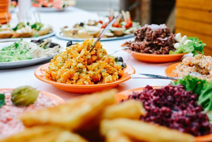 味も見栄えもバッチリ◎持ち寄りパーティーにおすすめの華やかレシピ集