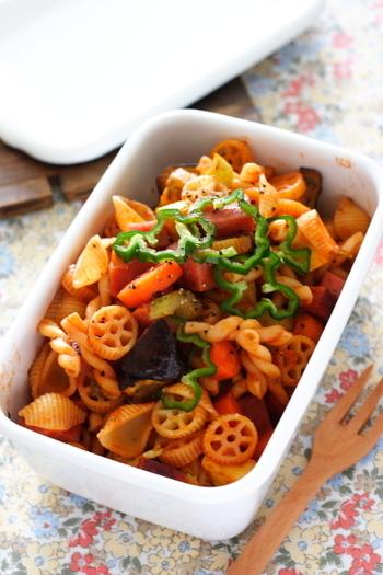 野菜がたくさん入ったラタトゥイユにマカロニを加えてボリュームアップした一品です。いろいろな形のマカロニを使用すると見た目もかわいくなります。冷めてもおいしいので、持ち寄りパーティーにぴったりですね。