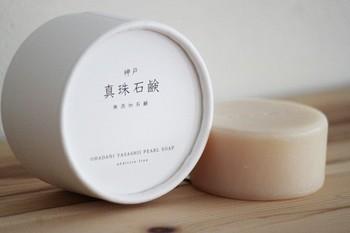 「真珠石鹸」は旅する石けんと同じ会社が作っている無添加石鹸です。手作業が生きる伝統的な方法で丁寧に作らています。