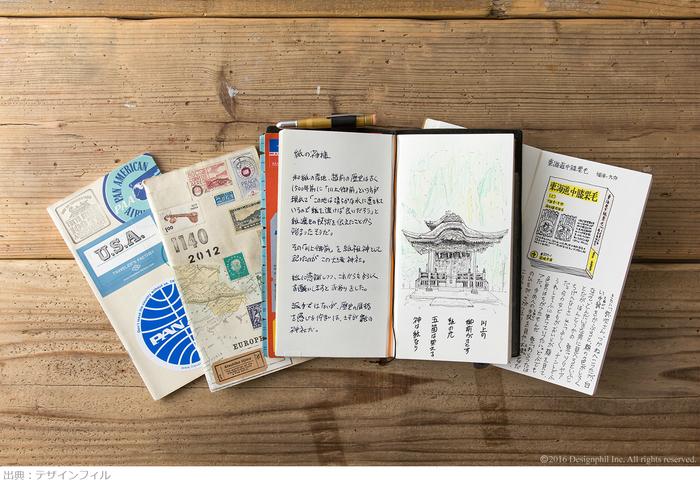 好きなスタンプやステッカーをペタペタ貼って世界で一つだけのノートに。買った時についている紙や、カードなどをコラージュしても素敵♪