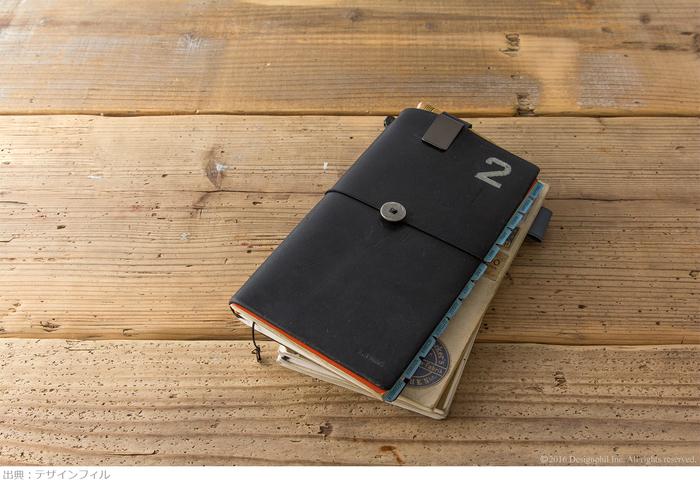 お気に入りのチャームをゴムにつけたり、ノートカバーにペイントすれば自分だけのオリジナルノートに。愛着が深まり毎日持ち歩きたくなりますよ。