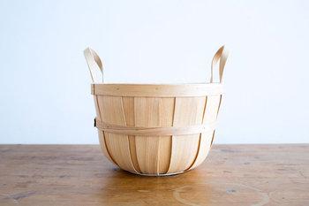 デンマークのスーパーマーケット「Irma(イヤマ)」より、オリジナルのハンドルバスケットが届きました。ころんとした丸みのある形がかわいいですね。