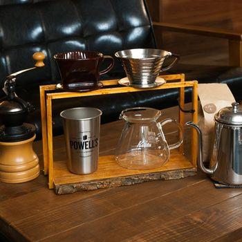 こちらのアイディアでは耳付きの木材をベースに、コーヒードリッパースタンドを作成。ナチュラルな雰囲気がその他のコーヒーツールとよくマッチしていますね。