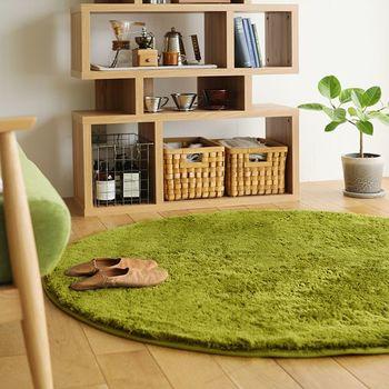 後回しにしがちなラグやカーペットは、朝夕の冷気を防いでくれるのでオールシーズン敷いておきたいですね。とくに大判のラグやカーペットは、家具の搬入後に敷くのがむずかしいのでどんな敷物にするのかは事前に考えておいた方が良いでしょう。