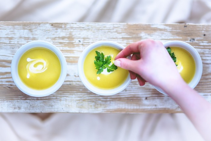 《温活朝ごはん》のレシピ、いかがでしたか?忙しい朝でも、冷凍したショウガの炊き込みご飯おにぎりや、玉ねぎスープをレンチンしたり。はたまた、食パンを焼くときにシナモンを振りかけたり…と、ちょっとしたことで、体がよろこぶ1日をスタートできますよ。自分のライフスタイルを大きく変えることなく、手軽に美味しい朝食を楽しみましょう!