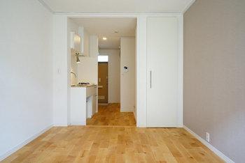 お部屋が決まったら画像や図面を見ながら、どんな収納が付いているか?導線やコンセントの位置、置きたい家具のサイズや高さも実際に測りながら、新しいお部屋での生活をイメージしてみましょう。