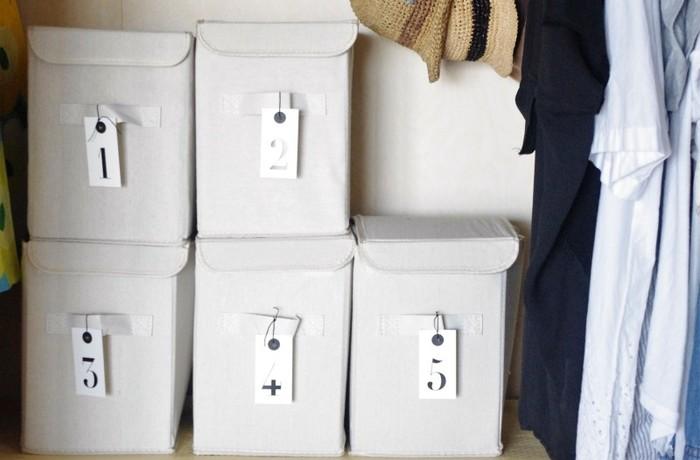 しっかりしたこのボックスもダイソーで。シーズンオフのものもこの中に入れてラベルをつけて収納すればすっきりキレイに片付きます。