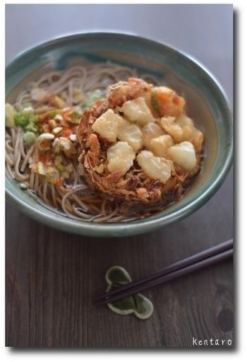 お蕎麦にももちろんおすすめです。かき揚げの具材でお出汁の味にも変化が出るのも楽しみながら食べてください。
