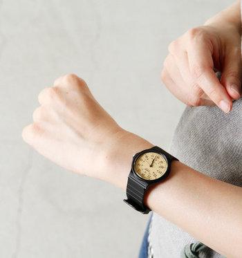 日本の確かな技術力を誇る「CASIO(カシオ)」は、様々なテイストの腕時計を生み出しています。G-SHOCKのような機能的でアクティブな雰囲気のものから、スタイリッシュなデザインのものまで、男女を問わず人気です。 こちらの「チープカシオ」シリーズは、リーズナブルな価格も魅力で、気軽なプレゼントに最適です。