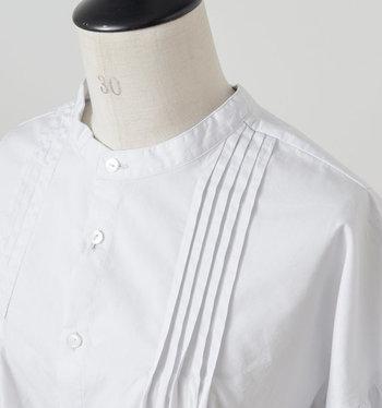 あたたかな春の季節には、女性らしい柔らかな印象になるファッションを取り入れたいですね。数あるカラーの中でも合わせやすい「ホワイト」なら、大人の女性にふさわしい清潔感のある洗練されたスタイルを叶える事ができます。