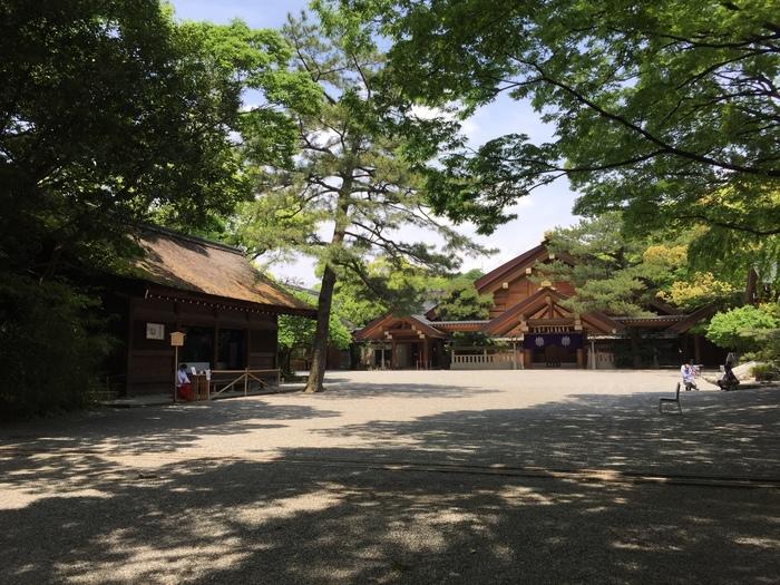 熱田神宮は草薙神剣(くさなぎのみつるぎ)が祀られている神社で、名古屋市熱田区にあります。名古屋では最も有名な神社であり、毎年お正月には多くの人が参拝に訪れるパワースポットです。