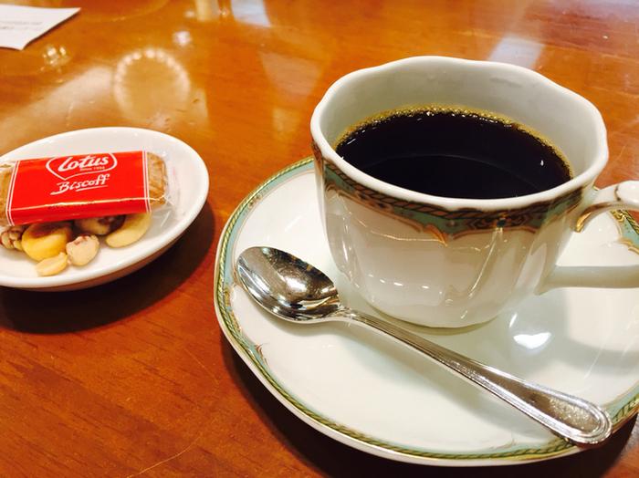 歩き疲れてホッとひと息つきたいなら「松屋コーヒー」がおすすめです。昔ながらの喫茶店ですが、そこがまた落ち着けるポイント。コーヒー豆の販売もしているので、お土産にするのもよさそうです。