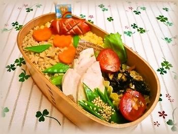 お肉の代わりに高野豆腐を使った、栄養満点の低カロリーアイデア弁当。高野豆腐ならくずれることもなく、水分がこぼれることもないので、お弁当にはぴったりですね。