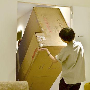 大型家具はお部屋に運ぶまでの搬入も大変です。ドアのサイズはもちろん、エレベーターや通路、階段や曲がり角などチェックポイントがいっぱい!購入前にしっかり把握し失敗を防ぎましょう。