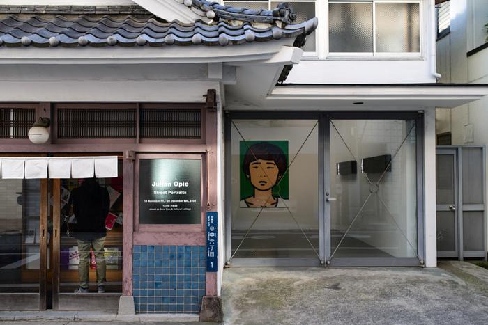 こちら「SCAI THE BATHHOUSE(スカイザバスハウス)」は、200年の歴史ある銭湯「柏湯」を改装した現代美術のギャラリーです。最先鋭の日本のアーティストや海外の優れた作家を紹介しています。
