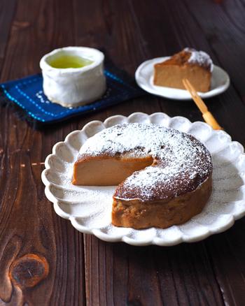 緑茶にもぴったりの混ぜて焼くだけの簡単ケーキ。お豆腐や、ほうじ茶パウダーを使って、甘いだけじゃないヘルシーなスイーツタイムを過ごしてみませんか?
