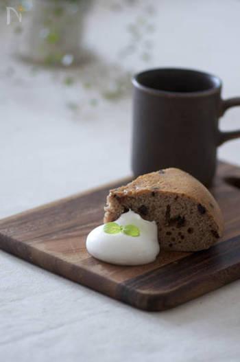こちらもオーブンがない方にオススメの、炊飯器で作れるチョコチップケーキ。材料もホットケーキミックスに卵、牛乳、チョコチップ、ココアだけなので、思い立ったらぜひ作ってみて♪