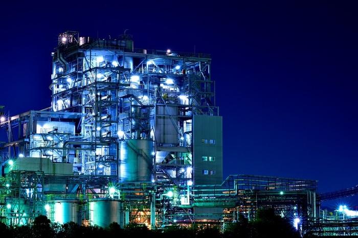 化学プラントが多い周南工業地帯では、工場夜景の聖地でもある川崎市に並ぶほどの大規模なコンビナート群が延々と続いており、訪れる人々を圧倒します。