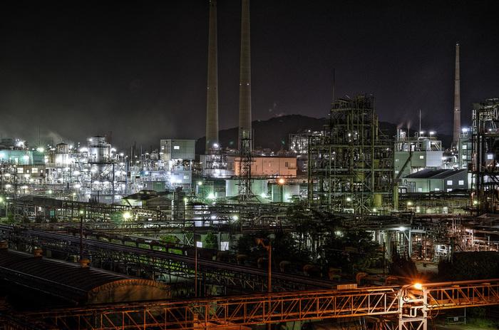 周南大橋は、遠望するだけでなく、橋そのものが工場夜景の眺望スポットとなっています。