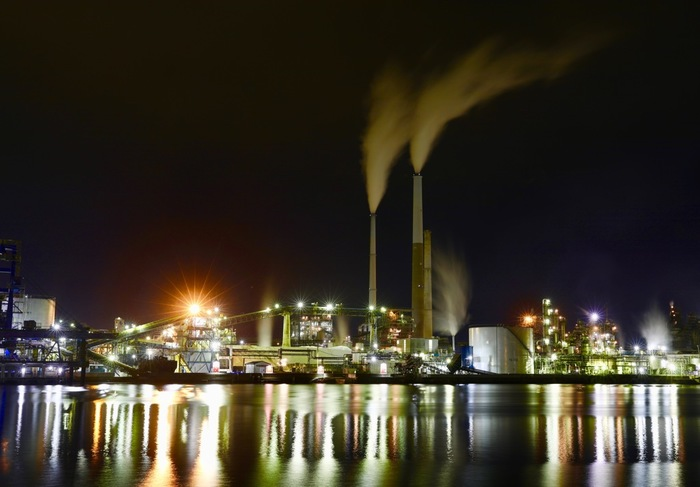 日本を代表する工業地帯、「京浜工業地帯」がある神奈川県川崎市で、2011年の2月に「第1回全国工場夜景サミットin川崎」が開催されてから、工場夜景という言葉は一躍有名になりました。