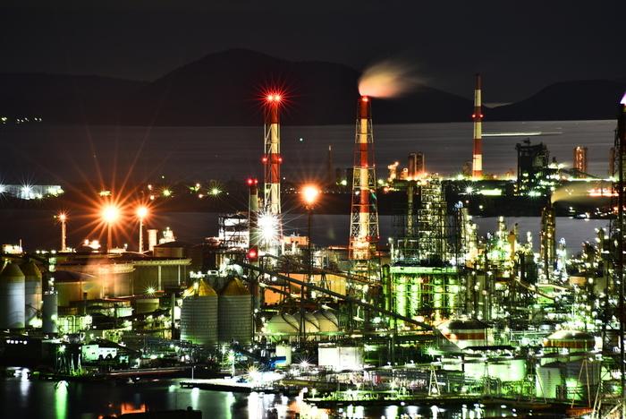 「美観地区」「デニムの聖地」など観光資源に恵まれた岡山県倉敷市に位置する水島コンビナートは、総面積約2,500ヘクタールの敷地に200を超える企業が集まる巨大な工業地帯です。