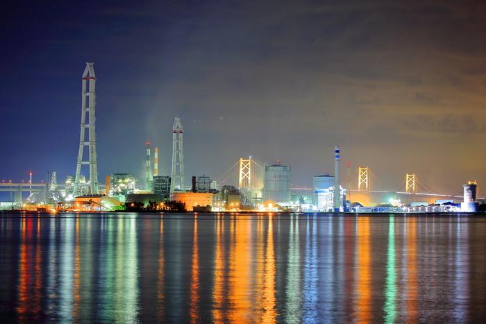 坂出市と宇多津町にまたがる番の州臨海工業団地は、瀬戸内海に面した工業地帯で、四国電力坂出発電所をはじめ、瀬戸内海臨海地帯における重工業の中核にもなっています。