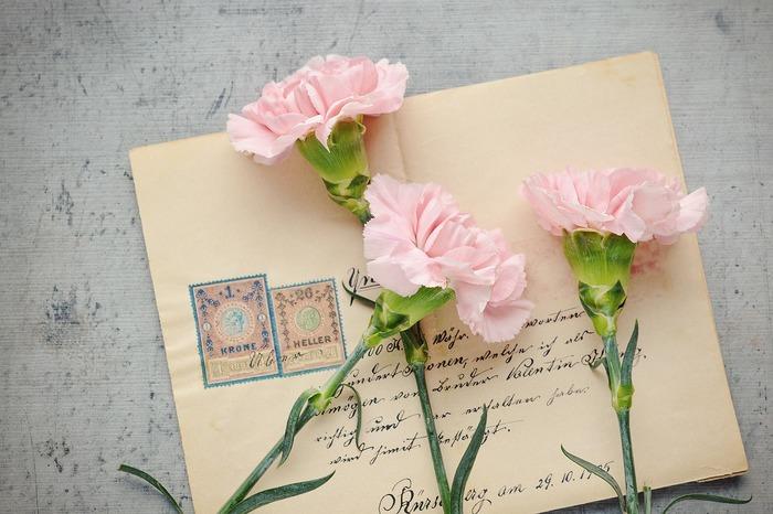 """「母の日」は、お母さんへ日ごろの感謝の気持ちを伝える日。普段あまり面と向かって「ありがとう」を言えてない方も、""""母の日だから""""と勢いにのって、素直な気持ちを伝えるチャンスを与えてくれるのが、この日の大きな魅力ですよね。"""