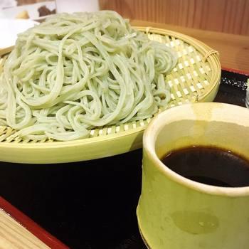 〆はお蕎麦であっさりヘルシーに。こちらただのお蕎麦ではなく横浜近海の昆布をお蕎麦に練り込んである、その名も「よろこんぶ蕎麦」。身体も喜びそうですね。