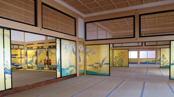 本丸御殿にある襖絵は、国の重要文化財に指定されています。黄金に輝く襖絵はとても神々しく、見ているだけでパワーをもらえそう!