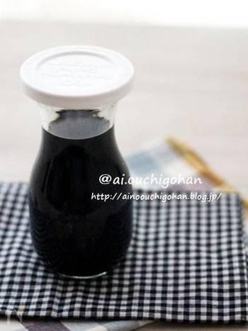 """こちらはお酒の代わりにお水を使ったすき焼きだれ。砂糖とみりんの比率を反対にしたり、お醤油の分量を増やしたりと、""""我が家のすき焼きダレ""""を作っておけば、ちょっとしたおかず作りにも使えて便利です。"""