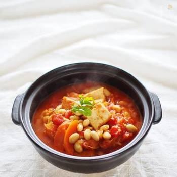 厚揚げと白菜の組み合わせは、トマトベースでも大活躍。隠し味に入れる味噌もポイントです。濃厚な味わいになるのだそう。