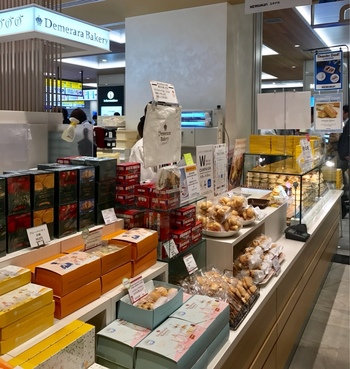 「Demerara Bakery(デメララ・ベーカリー)」は、数々の賞を受賞してきたイギリスの天才生地職人、ライアン・スメドレーによるスコーン専門店です。