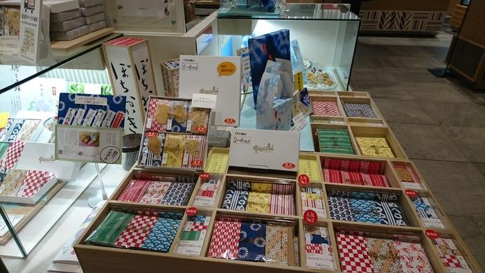 東京赤坂にあるおかきの専門店「赤坂柿山」が手掛ける「飄々庵(ひょうひょうあん)」。その代表作といえる「ぽちおかき」をご紹介します。