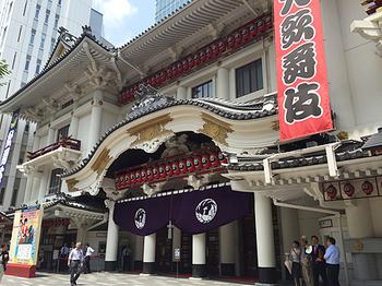 歌舞伎って高いんでしょ? 観てみたいけどむずかしそう…という人も、気軽に体験できる方法があるんです。