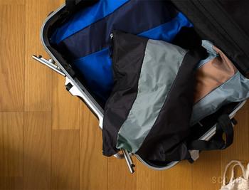 Lサイズのポーチは旅行時の洋服入れに丁度いい大きさ。ざっくりとバックの中を仕分けることができます。