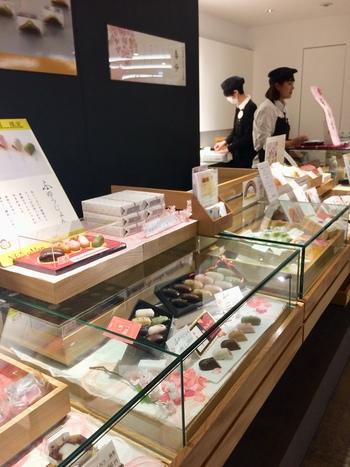 """名古屋の老舗和菓子店「両口屋是清」が手がけるブランド、「和菓子 結」。""""手のひらサイズの日本の美""""が詰まった、見た目も味もこだわった和菓子を提供しています。"""