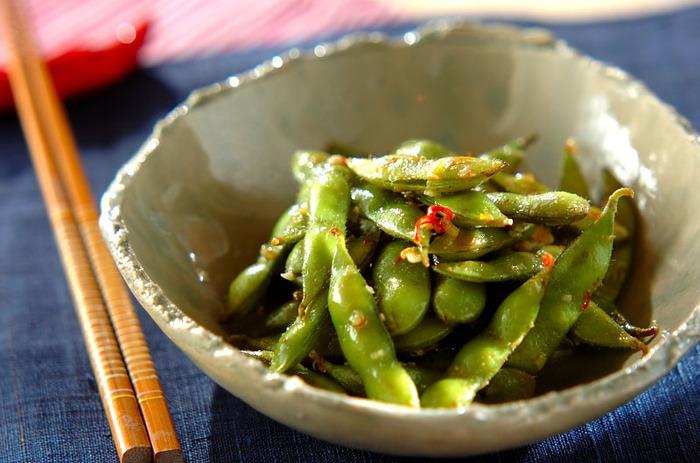 枝豆を茹でずにフライパンで炒めて蒸すことで仕上がる一品です。お酒のおつまみにぴったりですね!