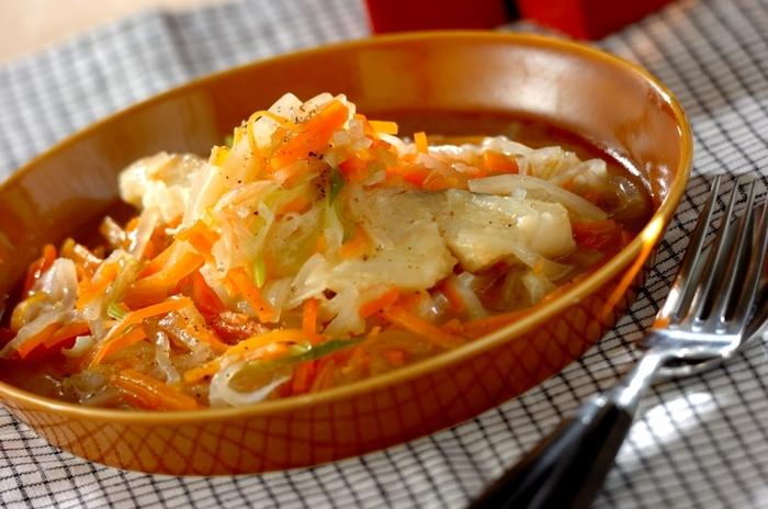 野菜をたっぷりと使い栄養もしっかりと摂れるレシピです。彩りもきれいですよね。