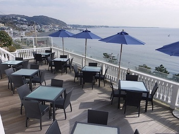 ■カフェテラス カジュアルな雰囲気で気軽に楽しめるのも良いですね。