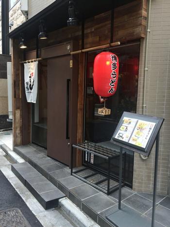 赤い提灯が目印の「博多うどん酒場イチカバチカ 恵比寿店」。この他に、吉祥寺店もあります。
