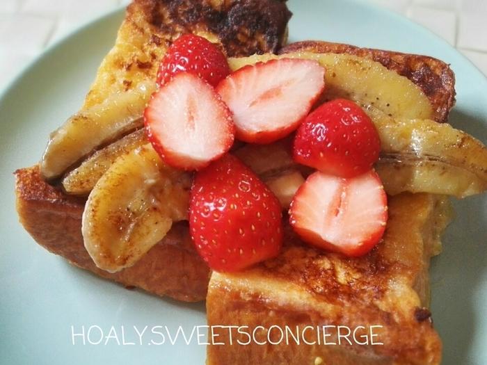 こちらのフレンチトーストは、イチゴやバナナなどフルーツをたっぷりとのせてた贅沢なフレンチトースト。甘い朝食や、デザートにぴったり。