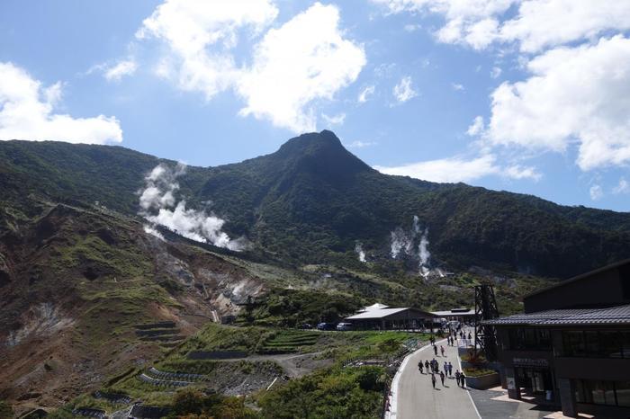 """「箱根」は、箱根火山が数十万年という長い年月をかけて生まれた地。 火山はカルデラを形成するだけでなく、当地に素晴らしい""""温泉""""という恵みをもたらしました。【大涌谷】"""