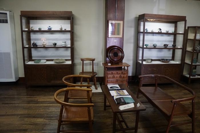 2階の陶器コレクションは迫力があるそうですし、家具や調度品のフォルムの優美さもにも目をみはります。