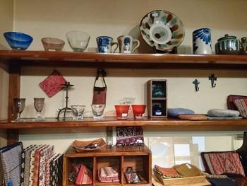 ■たくみ工芸店  手に取って、民芸品の温もりを感じて下さい。気に入った物があれば、お家に連れて帰ってくださいね。
