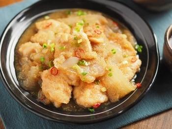 ヘルシーな鶏胸肉を使った南蛮煮。硬くなりがちな胸肉も、お酢で煮ることでしっとりと柔らかく仕上がります。アマランサスの小さな粒は、明太子のような食感でアクセントに。