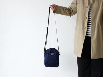コートを脱いだらアクティブなお出かけを楽しみたい季節の到来です。バッグも小さく軽くして、軽やかにお外遊びを楽しみましょう。