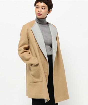 ウールやカシミアなど毛が使われているコートは、知らず知らずの間に埃を吸い込んでしまうため、着用後はブラッシングをして陰干しを。汚れが付着した場合は、少しだけ湿らせた布で優しくトントンとふき取って。  シーズンの終わりにクリーニングに出した後、保管の際は、防虫剤を忘れずに。