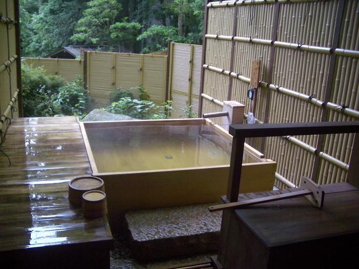 【箱根小涌谷の人気温泉旅館「水の音」の貸切風呂】